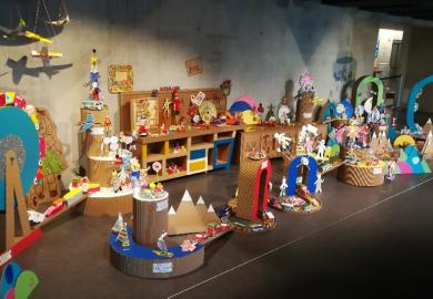 Les jeunes locataires sous le charme des jouets anciens