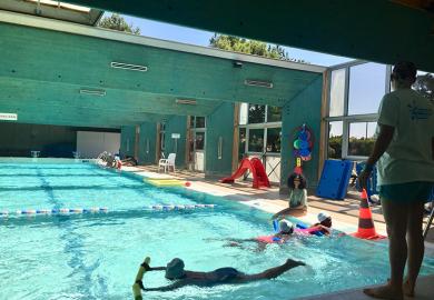 Plus de 100 enfants apprennent à nager à La Bombardière